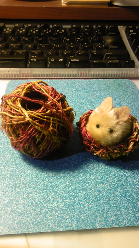 ヘンプ糸とうさぎのカゴ